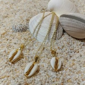Jewelry - 🌟Stunning 14k Gold Plated Cowrie Shell Necklace💛